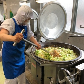 調理師免許や調理経験を活かして子供たちに美味しい給食を届けませんか?ブランクのある方も歓迎。